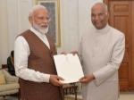 राष्ट्रपति से मिले नरेंद्र मोदी, सरकार बनाने का दावा पेश किया