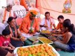 Election Result 2019 : राजस्थान में BJP फिर कर रही कांग्रेस का सूपड़ा साफ, मोदी भक्तों ने कल ही बना लिए थे लड्डू