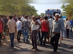 16 सवारियों से भरी वैन की ट्रक से हुई भीषण टक्कर, 10 की मौत, CM ने की 2-2 लाख देने की घोषणा
