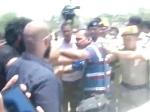VIDEO: तेजप्रताप यादव की गाड़ी के नीचे आया कैमरामैन का पैर, सुरक्षाकर्मियों ने पत्रकार को पीटा