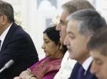 एससीओ सम्मेलन में अगल-बगल बैठे सुषमा स्वराज और पाक विदेश मंत्री