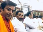 संसद में पहले दिन रवि किशन ने सनी देओल के साथ ली सेल्फी, कर बैठे ये गलती