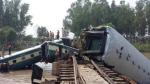बांग्लादेश: नहर के ऊपर पटरी से उतरे ट्रेन के डिब्बे, पांच की मौत, 100 घायल