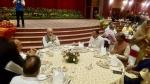 PM की डिनर पार्टी :जब एक ही टेबल पर बैठे दिखे मोदी समेत कई विपक्षी नेता