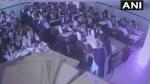 VIDEO: चल रही थी क्लास जब भरभराकर गिरा छत का प्लास्टर, मच गई अफरा-तफरी