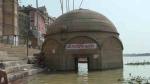 वाराणसी में गंगा उफान पर, बारिश के बाद गंगा घाटों पर डूबे करीब 100 मंदिर