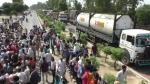 गांव में पहरा दे रहे युवक को बदमाशों ने देखते ही मार दी गोली, गुस्साए लोगों ने आगरा-जयपुर हाईवे किया जाम