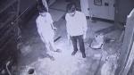 मेरठ: गारमेंट्स के शोरूम में लाखों की चोरी, सीसीटीवी में कैद हुए बदमाश