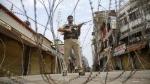 जम्मू कश्मीर: अनंतनाग में CRPF ऑफिसर ने खुद को मारी गोली, शादी में तनाव की वजह से आत्महत्या