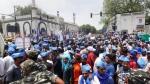 दिल्ली: रविदास मंदिर तोड़े जाने के खिलाफ हजारों दलितों ने किया प्रदर्शन