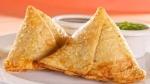 बच्चे के नाश्ते के लिए मंगवाए समोसे में निकली छिपकली, दुकानदार बोला- फ्राई मिर्च है