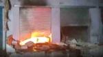 नौवीं की छात्रा के अपहरण के बाद आगरा में हुआ बवाल, 15 दुकानें फूंकीं, घरों में की तोड़फोड़