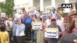नहीं मिली कोई राहत, PMC बैंक के खाताधारकों ने आरबीआई दफ्तर के सामने किया प्रदर्शन