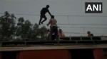रेलवे की 25000 केवीए लाइन पर चढ़ा युवक, देखिए कैसे बचाया गया
