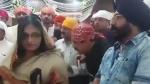 कमलनाथ के मंत्री के पैर छूते नजर आई देवास की नगर निगम कमिश्नर,VIDEO हुआ वायरल