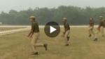 Viral Video: घोड़ा नहीं, दंगाईयों से निपटने के लिए 'लाठी पर सवार' हुई यूपी पुलिस, उड़ रहा मजाक
