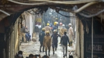 दिल्ली अग्निकांड: बिल्डिंग के मेन गेट पर था बाहर से लगा था ताला, अंदर तड़प-तड़प कर रहे थे लोग