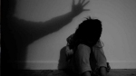 पिता को बेहोश कर बेटी का रेप करवाती थी मां, तीन आरोपी गिरफ्तार