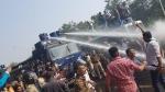 गुजरात विधानसभा घेराव के दौरान कांग्रेस कार्यकर्ताओं और पुलिस के बीच बवाल