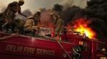 दिल्ली के मुंडका में लगी भीषण आग, दमकल की 12 गाड़ियां मौके पर
