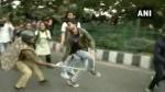 VIDEO: फीस बढ़ोतरी के खिलाफ राष्ट्रपति भवन की ओर मार्च कर रहे JNU छात्रों पर पुलिस ने किया लाठीचार्ज