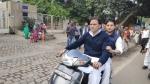 दिल्ली में स्कूटी पर बिना हेटमेट के घूमते दिखे ज्योतिरादित्य सिंधिया