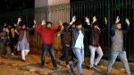 Jamia Protest: छात्रों का आरोप- हमारे साथ अपराधियों जैसा सलूक किया गया, हाथ ऊपर उठाकर बाहर लाया गया