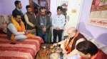 दिल्ली विधानसभा चुनाव 2020: प्रचार खत्म कर कार्यकर्ता के घर खाना खाने पहुंच गए अमित शाह