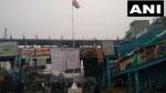 शाहीन बाग में गणतंत्र दिवस के मौके पर फहराया गया तिरंगा
