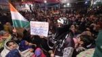 शाहीन बाग: सड़क बंद होने से पुलिस और लोग परेशान, प्रदर्शन पर बैठी महिलाओं ने हटने से किया इनकार