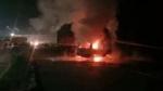 लखनऊ एक्सप्रेस-वे पर भयानक हादसा, ट्रक-वैन की टक्कर में 7 लोगों की जलकर मौत