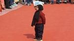 केजरीवाल की Oath Ceremony में पहुंचा लिटिल मफरल मैन