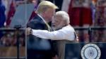 Namaste Trump: 1 लाख लोगों के सामने ट्रंप ने कर दी ये गलती, सोशल मीडिया पर उड़ा मजाक