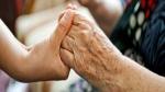 कोरोना वायरस से बचाव के लिए बुजुर्गों का कैसे रखें ख्याल, स्वास्थ्य मंत्रालय ने दिया ये परामर्श