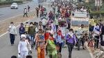 पलायन बना सरकार के लिए बड़ी चुनौती, लाखों की तादात दिल्ली के बस अड्डे पर जमा है लोग, खाने-पीने के पड़े लाले