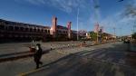 लॉकडाउन जारी रहा तो अर्थव्यस्था चौपट हो जाएगी, नामी अर्थशास्त्री का दावा