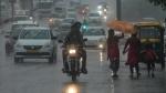 दिल्ली-NCR में हुई झमाझम बारिश, आज इन राज्यों में आ सकता है आंधी-तूफान, अलर्ट जारी
