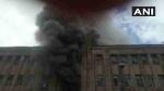 कोलकाता: प्लास्टिक के गोदाम में लगी भीषण आग, 7 फायर ब्रिगेड की गाड़ी मौके पर