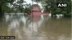 भारी बारिश से कर्नाटक में बाढ़ जैसे हालात,अलुवा का शिव मंदिर पानी में डूबा