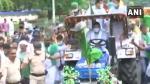 बिहारः कृषि बिल के विरोध में सड़क पर समर्थकों के साथ तेजस्वी यादव ने चलाया ट्रैक्टर