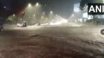 Mumbai Rain: भारी बारिश के बाद पानी-पानी हुई मुंबई, सड़कों और रेलवे स्टेशन भरा पानी