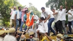 कृषि विधेयकों के खिलाफ दिल्ली में कांग्रेस ने संसद तक निकाला मार्च, हिरासत में लिए गए नेता