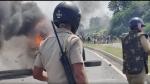 डूंगरपुर : उदयपुर-अहमदाबाद हाइवे पर 10 KM में बेरोजगारों का कब्जा, डीजल लूटकर 25 वाहन फूंके