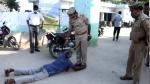 संभल: पुलिस के पैरों में गिरा इनामी बदमाश, बोला- सरेंडर करने आया हूं, गोली मत मारना