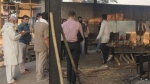 कोरोना का कहर: कब्रिस्तानों में शवों के ढेर, हर 2 घंटे में श्मशान लाई जा रहीं 3 लाशें, रात में भी हो रही अंत्येष्टि