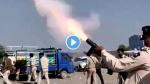 गुजरात: पानी की किल्लत पर आमजन ने किया हाईवे जाम, पुलिस ने दागे आंसू गैस के गोले- VIDEO