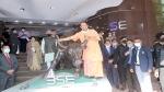 मुंबई में नामी उद्योगपतियों से मिले सीएम योगी, उत्तर प्रदेश में निवेश के लिए किया आमंत्रित