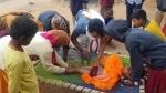 झारखंडः अंधविश्वास के नाम पर नवजात के पेट पर दागे जाते हैं गर्म सलाखें, कांप जाएगी रूह