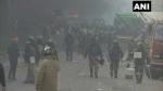 Farmers Protest: ट्रैक्टर परेड के दौरान हिंसा, गाजीपुर बॉर्डर पर दो पुलिस अधिकारी घायल