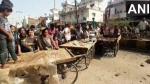 राजनांदगांवः नजदीकी केंद्र पर गोबर बेचने के लिए विक्रेताओं ने सड़क पर किया प्रदर्शन